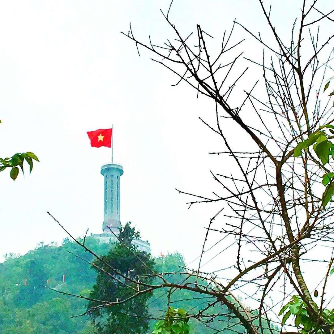 Thiêng liêng khoảnh khắc đứng trên đỉnh Cột cờ Tổ quốc